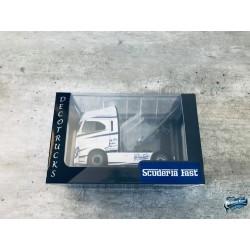 Maquettes Camions Iveco S-Way, vue sur le boîtier du Poids Lourd blanc